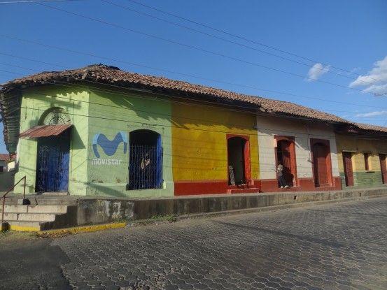 Leon est une ville colorée au Nicaragua photo blog voyage tour du monde travel https://yoytourdumonde.fr
