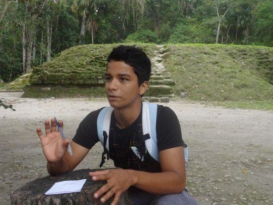 Site Maya de Tikal au Guatemala guide espagnol. Photo blog voyage tour du monde travel https://yoytourdumonde.fr