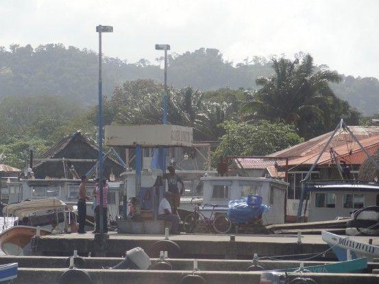 Embarcadère à Livingston au Guatemala photo blog voyage tour du monde travel https://yoytourdumonde.fr