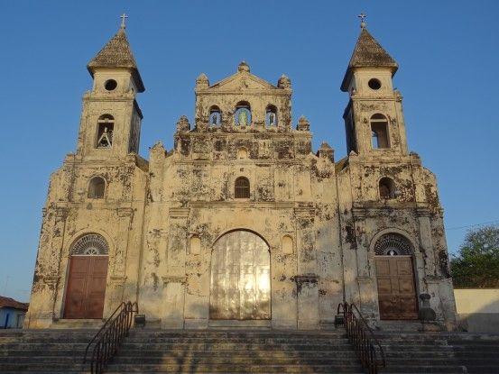Il y a de très nombreuses et belles églises à Granada au Nicaragua photo blog voyage tour du monde travel https://yoytourdumonde.fr