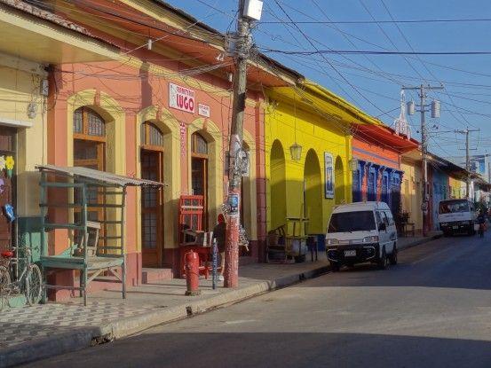 Je trouve que Granada au Nicaragua ressemble au ville cubaine photo blog voyage tour du monde travel https://yoytourdumonde.fr