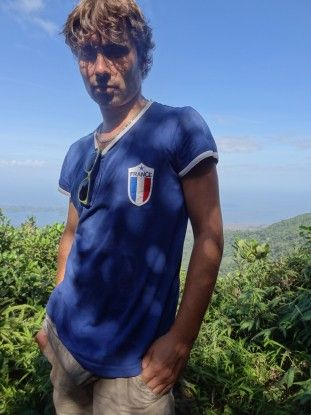 Portrait Yohann Taillandier réserve naturelle volcan Mombacho photo blog voyage tour du monde travel https://yoytourdumonde.fr