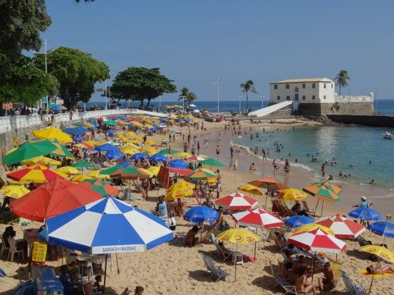 Plage du centre ville de Salvador de Bahia photo blog voyage tour du monde travel https://yoytourdumonde.fr