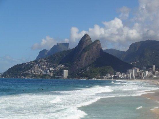 Plage d'Ipanema et Leblon à Rio de Janeiro au Brésil photo blog voyage tour du monde travel https://yoytourdumonde.fr