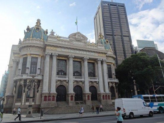 La magnifique façade du théier municipale de Rio de Janeiro au Brésil photo blog voyage tour du monde travel https://yoytourdumonde.fr