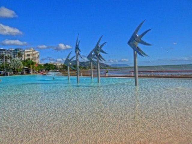 Australie-Queensland: Je ne peux m'empecher de vous mettre une petite photo de ce lagon artificiel. MAGNIFIQUE NON?