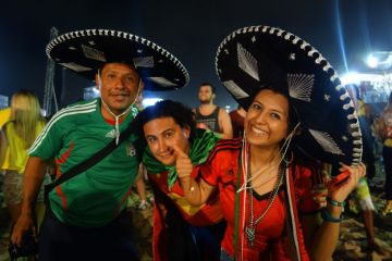 Coupe du Monde de Football: France - Suisse du cote de Copacabana a Rio de Janeiro. La délégation Mexicaine est aux anges!