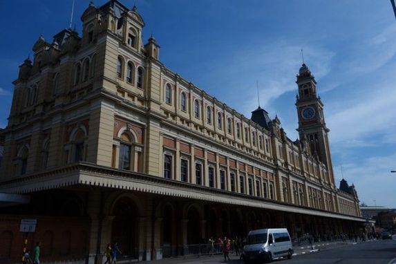 Une gare de Sao Paulo au Brésil, superbe batiment photo blog voyage tour du monde travel https://yoytourdumonde.fr
