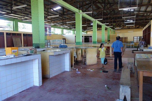 Voyage au Perou-Lagunas: Voici le marché. Helas vue la temperature dehors il est ouvert de 5h du matin à 14h. Il etait 15h quand Yohann est arrivé!