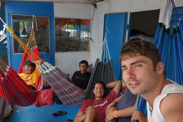 Voyage au Perou- Le bateau de la mort: Notre petit groupe. C'est avec eux que g eu la chance de passer ce moment extraordinaire. N'est ce pas Pauline et Nelson?