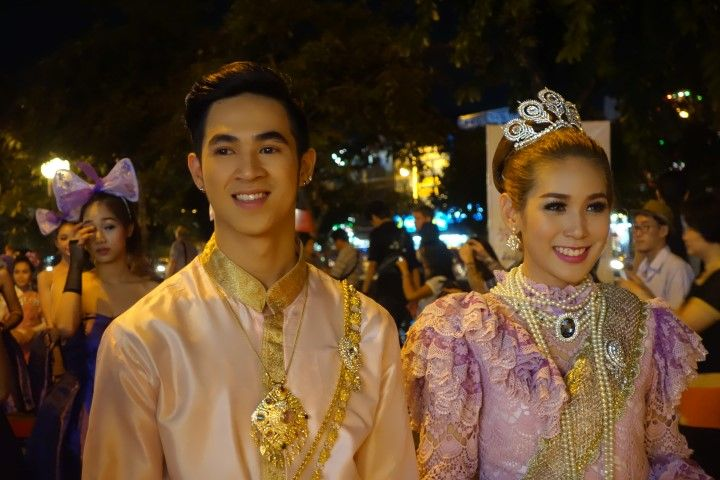 travel-voyage-parade-chiang-mai-groupe