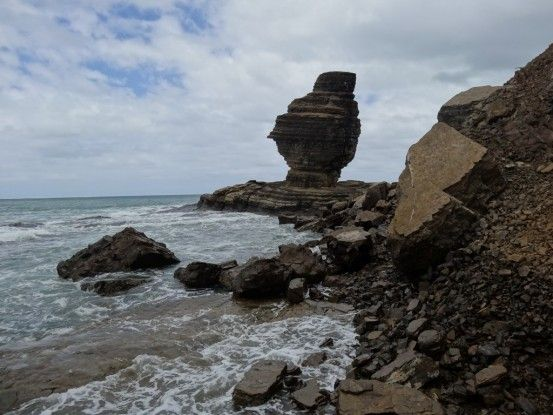 Nouvelle-Caledonie: La plage de Bourail et son gros bonhomme de pierre