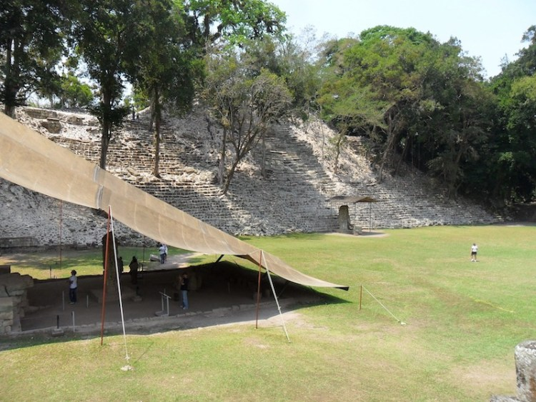 Copan photo de Juan Cernas de Pixabay modification yoytourdumonde copan ruine maya unesco photo blog voyage tour du monde https://yoytourdumonde.fr