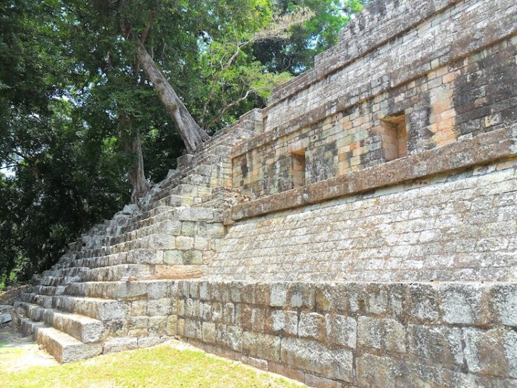 Copan photo de Juan Cernas modification yoytourdumonde ruines Maya de copan unesco photo blog voyage tourdumonde travel https://yoytourdumonde.fr