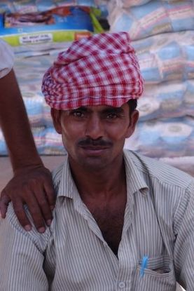 Portrait indien bazar Fatehpur Sikri blog voyage tour du monde https://yoytourdumonde.fr