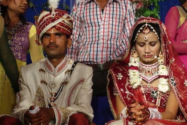Pour beaucoup de filles indiennes le mariage est l'un des pires momentds de leurs vies car elles quittent leurs familes et en plus elles ne connaissent pas leurs maris photo blog voyage tour du monde https://yoytourdumonde.fr