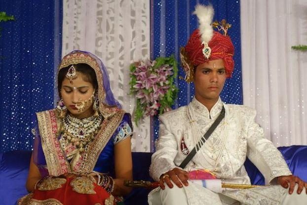 les mariages en inde sont arrangé et cela donne une joie assez mesuré lors de la ceremonie photo blog voyage tour du monde https://yoytourdumonde.fr