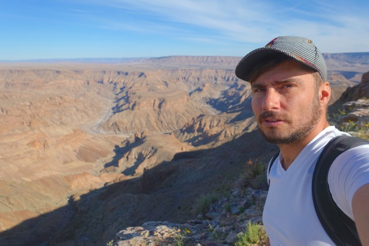 Yohann Taillandier au Fish River Canyon en Namibie photo blog voyage tour du monde travel https://yoytourdumonde.fr