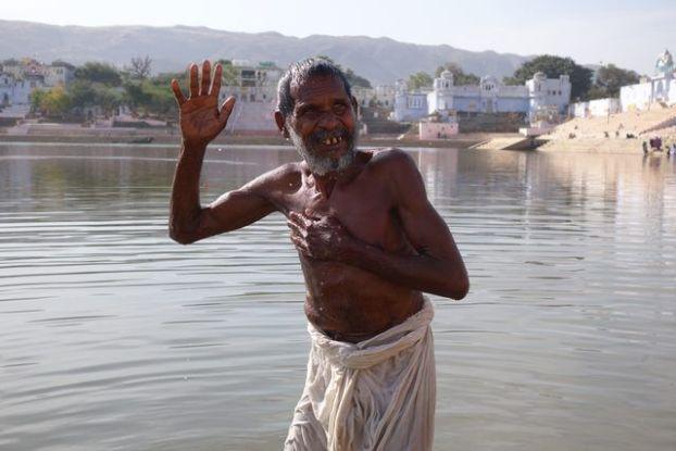 L'un des rites les plus importants dans l'hindouismes est la purification. Photo prise à Pushkar. Blog https://yoytourdumonde.fr