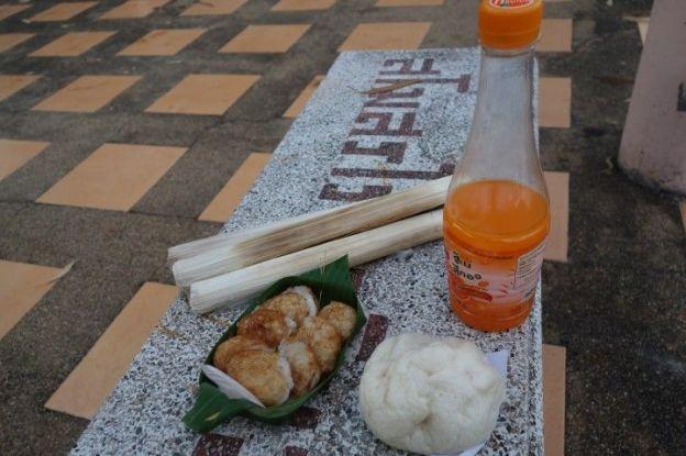 Thailande: Apres le marche voici ce que j'ai prie pour mon petit dejeuner,