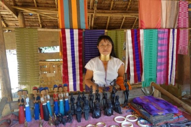 thailande-voyage-travel-picture-femmes-longs-cou-girafes-artisanat