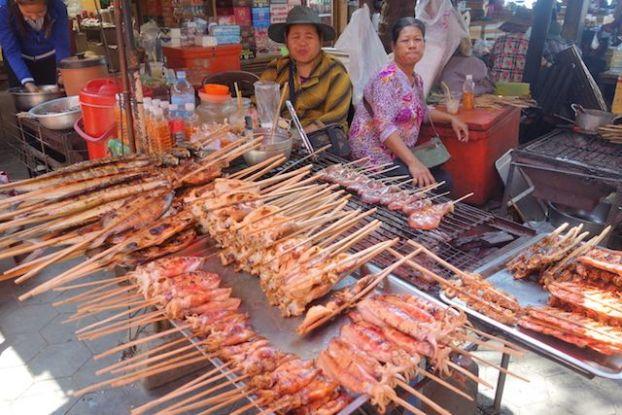 Le marché de Kep est un superbe marché ou vous pouvez deguster du crabes bleu sur le bord de mer