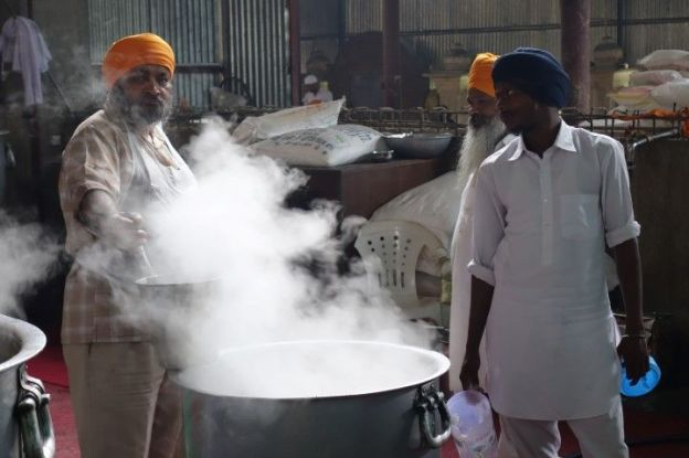Cuisine temple d'or Amritsar photo blog voyage tour du monde https://yoytourdumonde.fr
