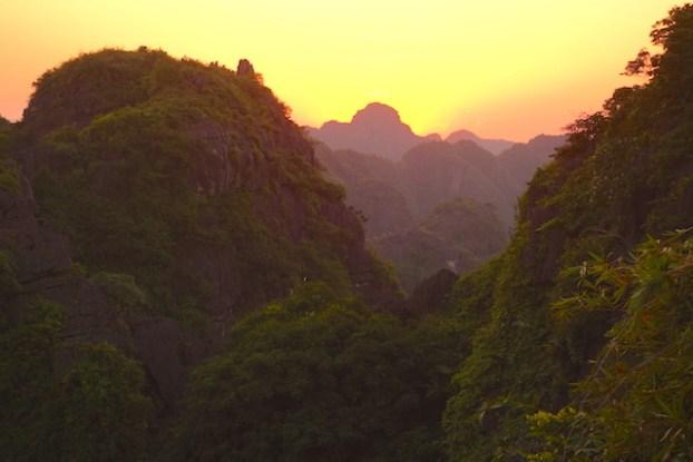 Couché soleil mua caves vietnam photo blog voyage tour du monde https://yoytourdumonde.fr