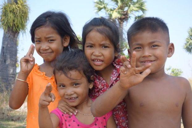 Portait de jeune cambodgiens dans la campagne de Kep. Photo blog https://yoytourdumonde.fr