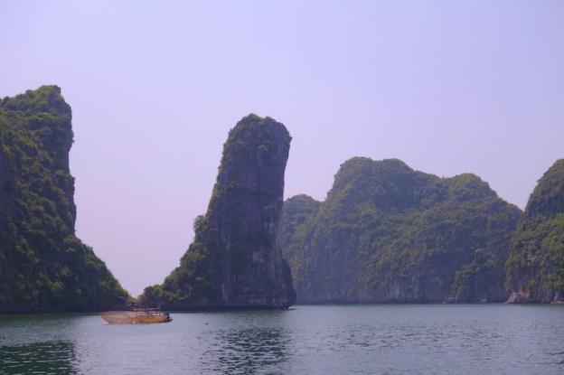 Baie d'hallong photo blog voyage tour du monde https://yoytourdumonde.fr
