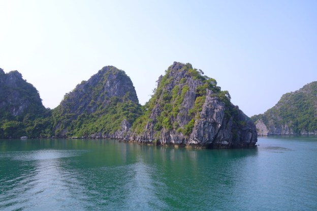 Magnifique Baie d'Halong photo blog voyage tour du monde https://yoytourdumonde.fr