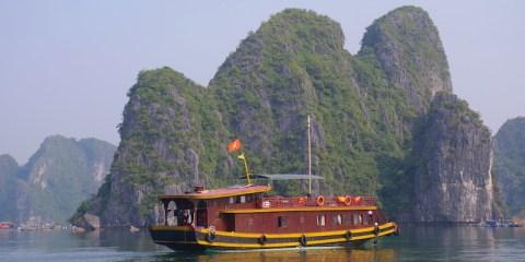 Différente croisière possible sur la Baie d'Halong photo blog voyage tour du monde http://yoytourdumonde.fr