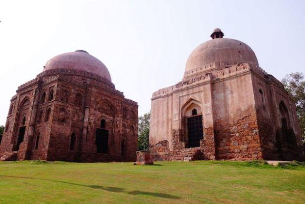 Il y a de très nombreux batiments ou ruines à visiter à New Delhi. Photo blog voyage tour du monde https://yoytourdumonde.fr