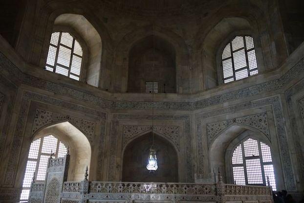 Les photos à l'intérieur du Taj Mahal sont interdites mais..... https://yoytourdumonde.fr