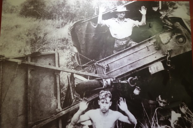 Soldats français prisionniers à Dien Bien Phu photo tour du monde https://yoytourdumonde.fr