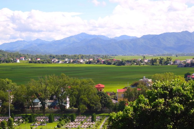 plaine de Dien Bien Phu au vietnam guerre indochine photo blog voyage tour du monde https://yoytourdumonde.fr