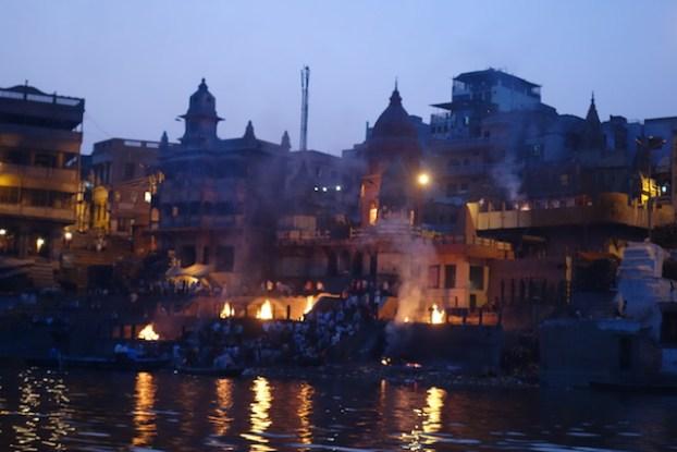 Varanasi voyage tour du monde photo blog https://yoytourdumonde.fr