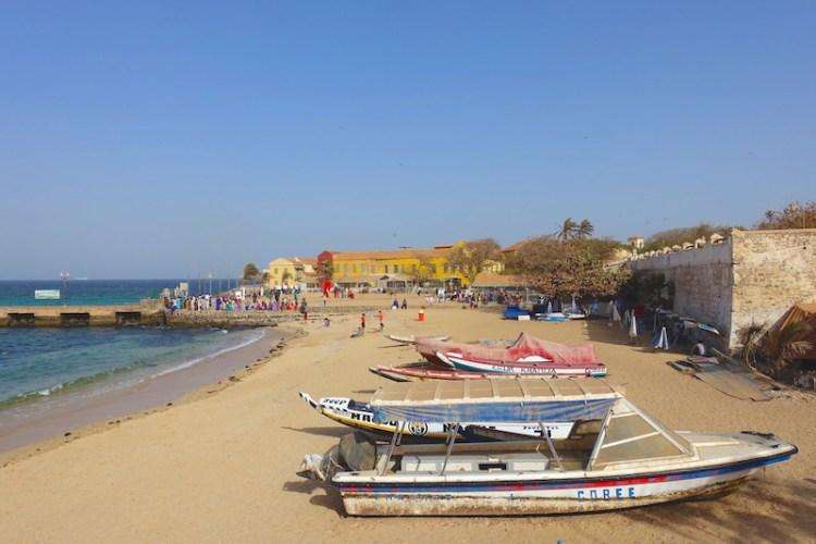 La traversée entre Gorée et Dakar ne dure que 20min photo blog voyages tour du monde sénégal https://yoytourdumonde.fr