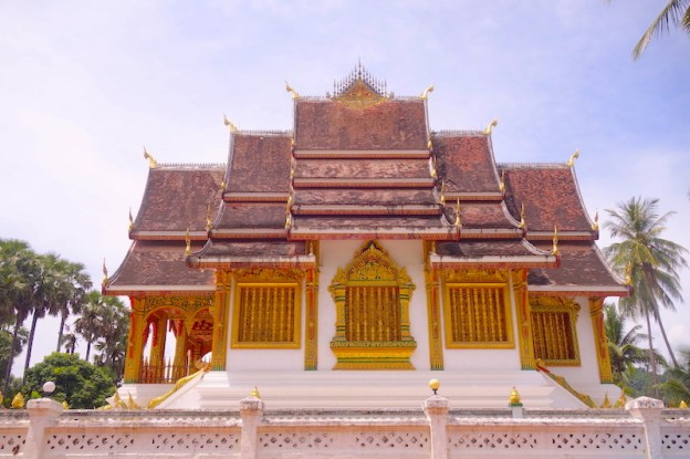 Temple bouddhiste à Luang Prabang au Laos photo blog voyage tour du monde https://yoytourdumonde.fr