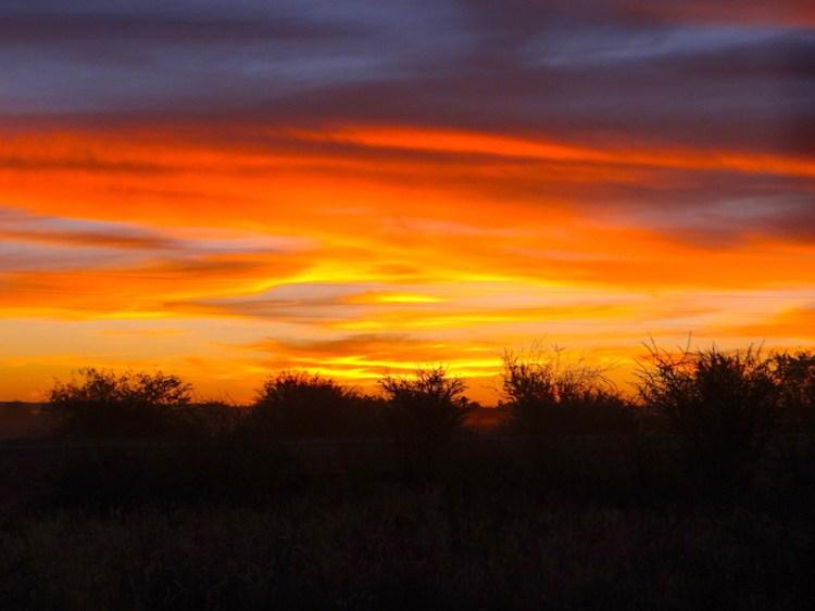 Coucher de soleil sur Hardap en Namibie photo blog voyage tour du monde https://yoytourdumonde.fr
