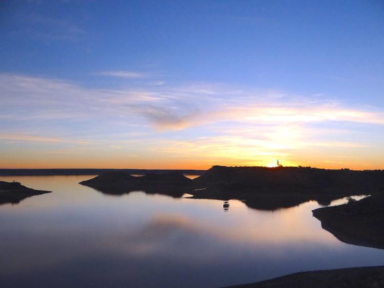 Vous pouvez faire du bateau dans la réserve d'Hardap en Namibie photo blog voyage tour du monde https://yoytourdumonde.fr