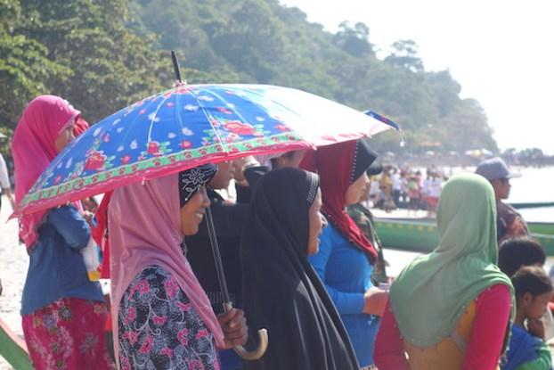 Cambodge: Le pays est un pays bouddhiste mais du coté de Kep des minorités ethniques y sont presente. J'ai eu la chance de les découvrir lors de mon 2eme périple dans la ville.