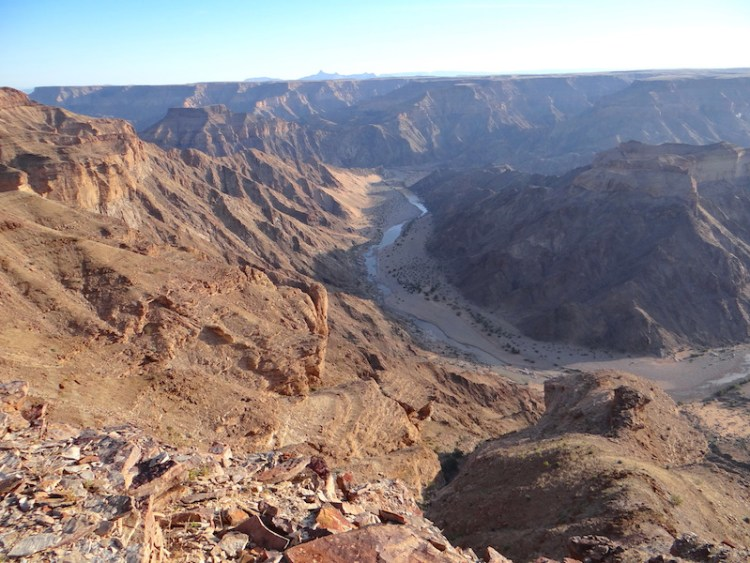Fish River Canyon en Namibie photo blog voyage tour du monde travel https://yoytourdumonde.fr