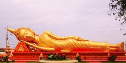 Vientiane laos bouddha couché blog tour du monde http://yoytourdumonde.fr
