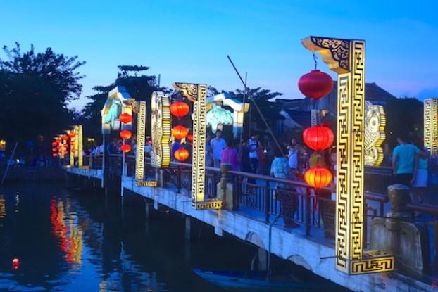 Plus de 800 maisons historiques et un pont couvert vous attendent du coté de Hoi An au Vietnam photo blog voyage tour du monde https://yoytourdumonde.fr