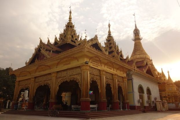 visite temple bouddhiste dans la ville de monywa phot blog voyage tour du monde https://yoytourdumonde.fr