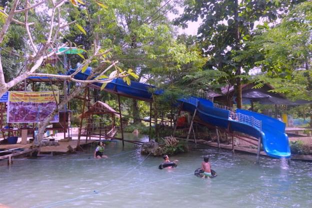 Activité laos vang vian photo blog voyage tour du monde https://yoytourdumonde.fr