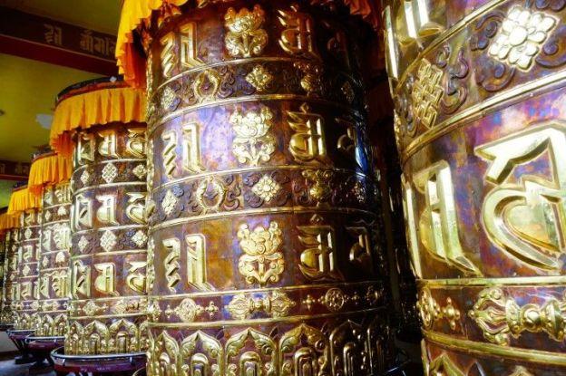 moulin à priere bouddhiste du cote de Yuksom au sikkim photo blog tour du monde https://yoytourdumonde.fr