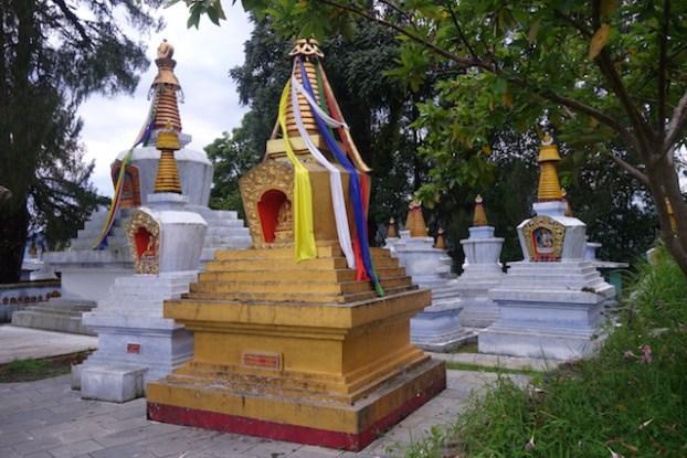 stupa bouddhsime tibetain photo blog voyage tour du monde https://yoytourdumonde.fr