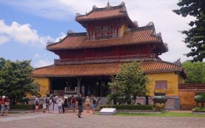 Batiment de la cité impériale de Hué au Vietnam. Photo blog voyage tour du monde http://yoytourdumonde.fr